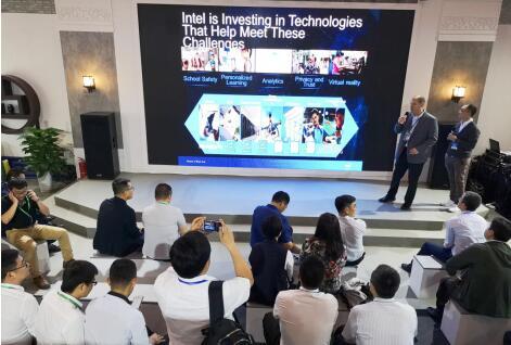 鸿合科技智慧教育新品以教育场景化方式出展 在教育装备展上吸睛-视听圈