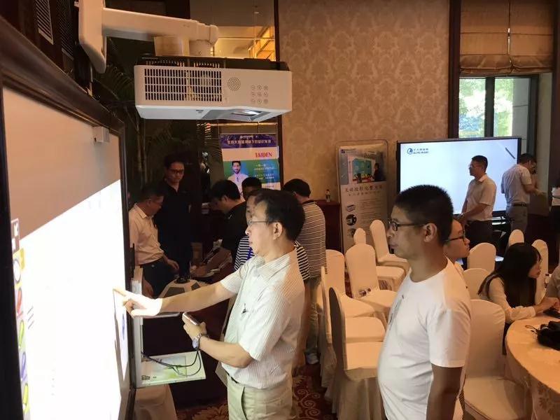 中央电教馆:互动投影 化繁为简 BOXLIGHT:关爱师生健康 助力教学创新-视听圈