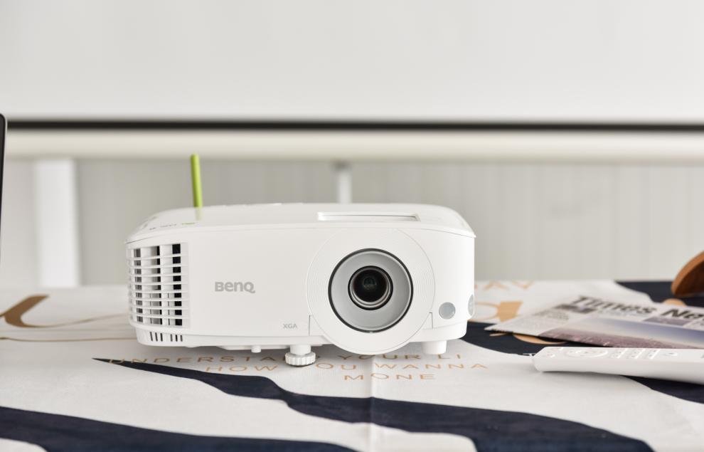 明基E530投影仪,寒假网课大屏好伙伴-视听圈